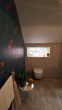 21st Century Cottage - Bathroom with view of wallpaper by Nautilus Wallpaper
